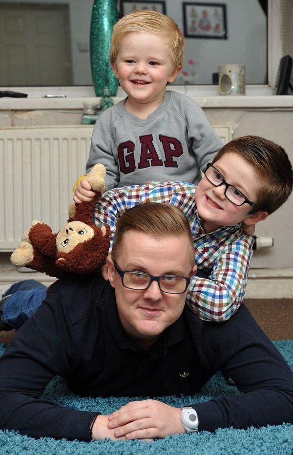 Cậu bé thông minh 3 tuổi cứu cha thoát chết 2