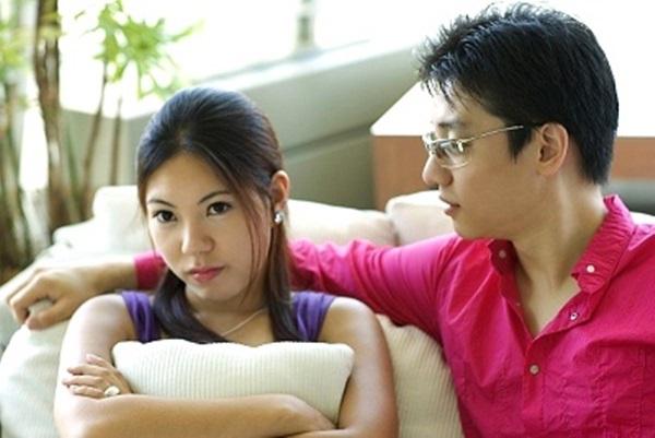 Chồng tha thiết xin vợ được chăm sóc người yêu cũ