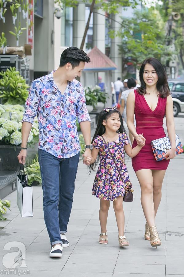 Ông bố điển trai Mạnh Trường hào hứng đưa vợ con đi mua sắm 7