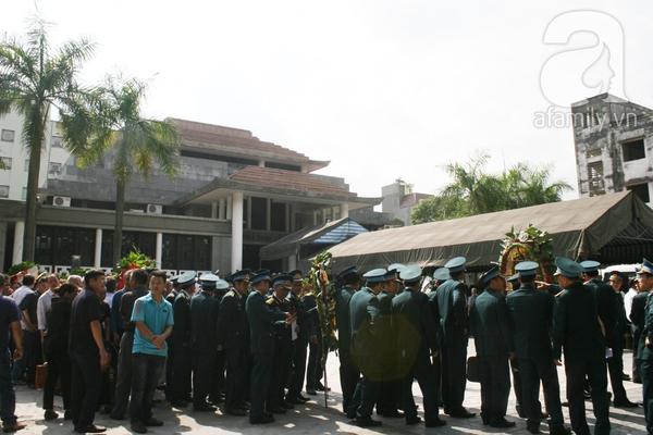 Nước mắt hòa mưa, tiễn đưa 18 chiến sĩ về nơi đất mẹ 25
