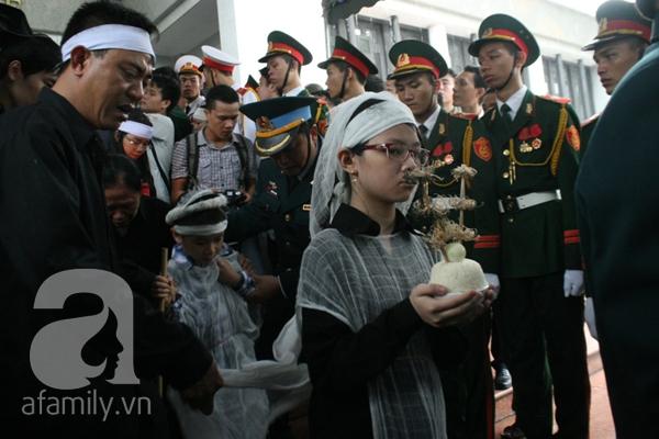 Nước mắt hòa mưa, tiễn đưa 18 chiến sĩ về nơi đất mẹ 14