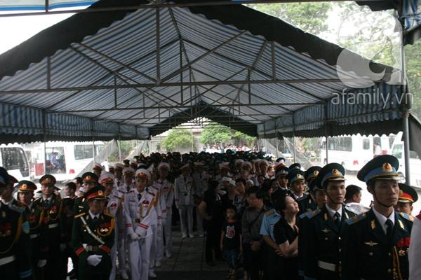 Nước mắt hòa mưa, tiễn đưa 18 chiến sĩ về nơi đất mẹ 15