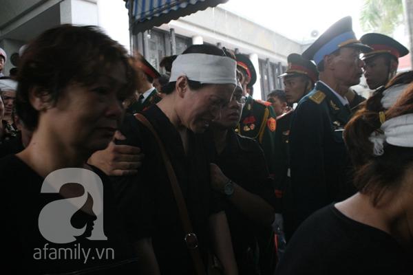 Nước mắt hòa mưa, tiễn đưa 18 chiến sĩ về nơi đất mẹ 7