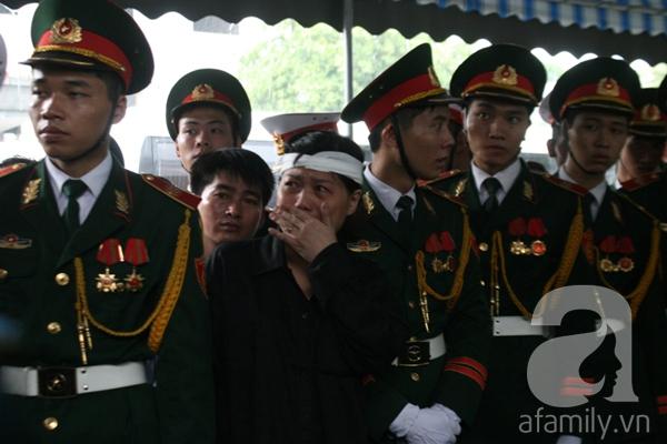 Nước mắt hòa mưa, tiễn đưa 18 chiến sĩ về nơi đất mẹ 5