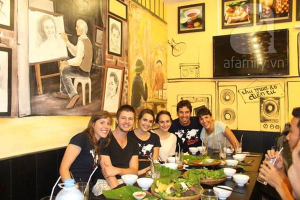 Gặp nữ tiếp viên trưởng Vietnam Airlines mở quán bún đậu mắm tôm 9