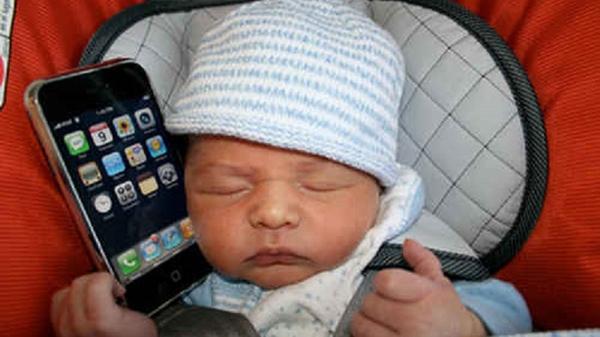 Bán con gái để tậu iPhone 1