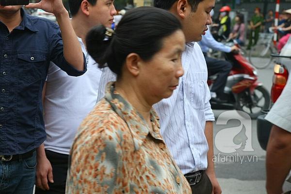 36 người nhà chị Huyền đến dự xử án vụ thẩm mỹ viện Cát Tường 3