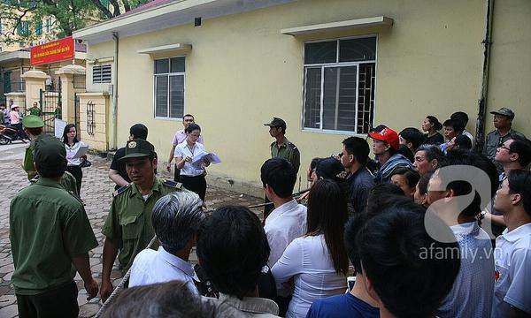 36 người nhà chị Huyền đến dự xử án vụ thẩm mỹ viện Cát Tường 4