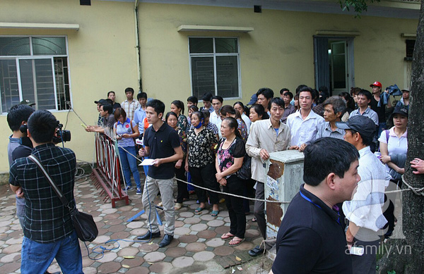 36 người nhà chị Huyền đến dự xử án vụ thẩm mỹ viện Cát Tường 6