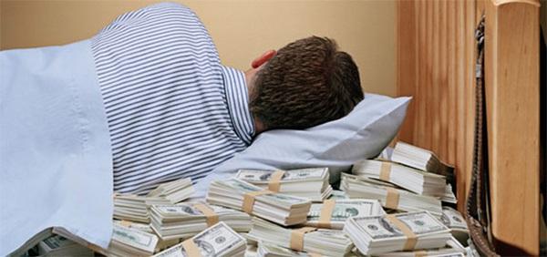 Bị bắt vì ngủ ngon lành ngay trên giường gia chủ sau khi trộm vàng 1