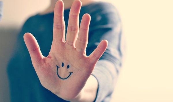Những bí mật về tình trạng sức khỏe được bộc lộ qua bàn tay bạn - Ảnh 1.