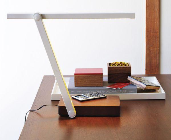 Chọn đèn bàn đẹp và phù hợp cho bàn làm việc 1