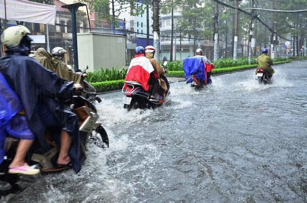 đi xe mùa mưa