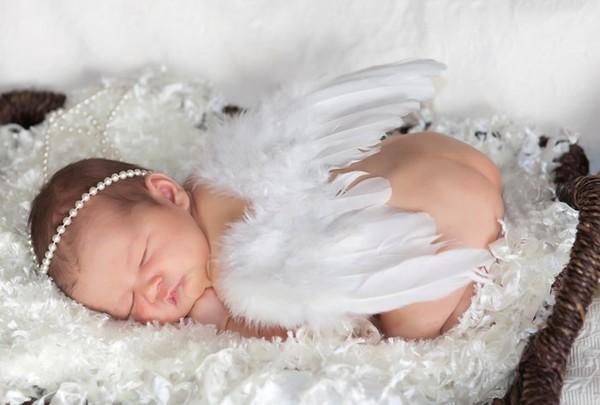 Em bé thiên thần