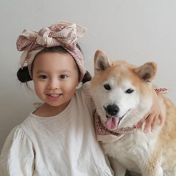 Tình bạn đẹp của cô chủ xinh xắn và chú chó dễ thương