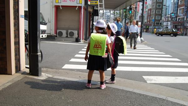 Trẻ đi học