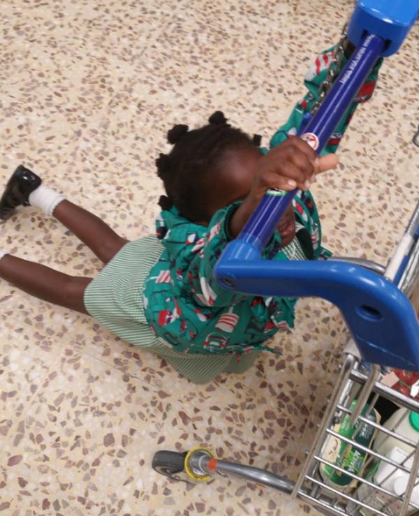 Đi mua sắm cùng trẻ