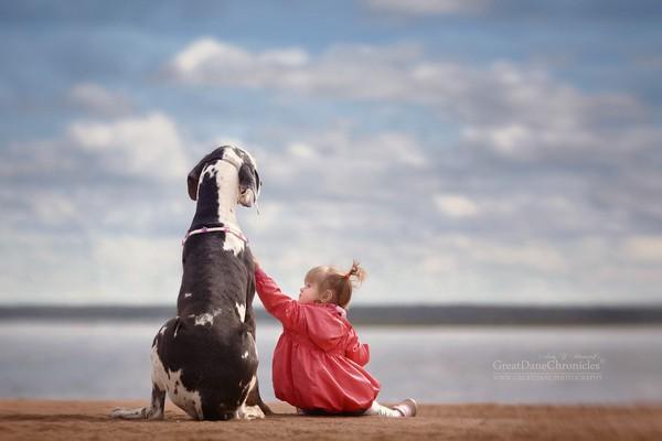 Bé và thú cưng