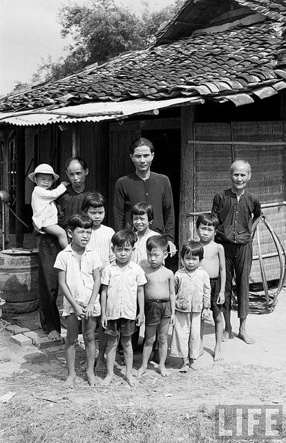Gia đình Việt ngày ấy - bây giờ 8