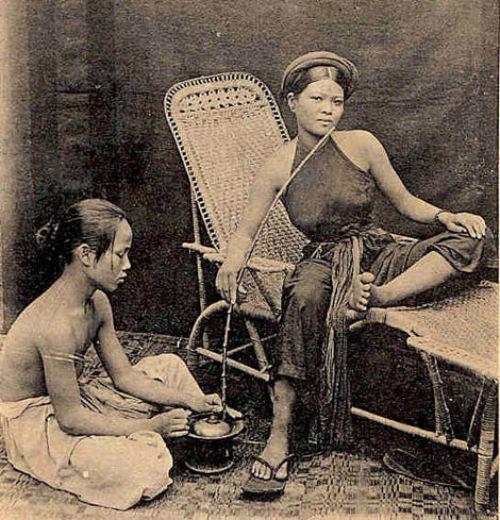 Ngẩn ngơ ngắm thiếu nữ Việt xưa mặc áo yếm khoe lưng ong 1