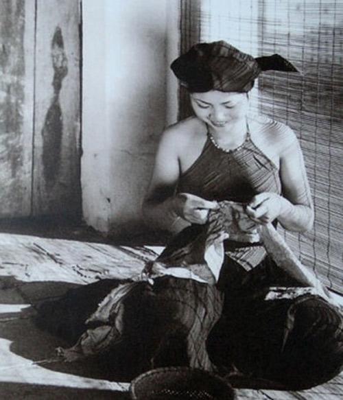 Ngẩn ngơ ngắm thiếu nữ Việt xưa mặc áo yếm khoe lưng ong 4
