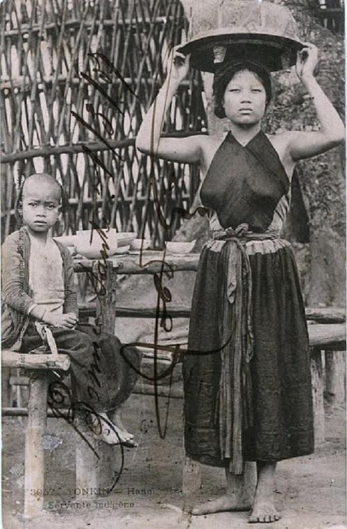 Ngẩn ngơ ngắm thiếu nữ Việt xưa mặc áo yếm khoe lưng ong 7