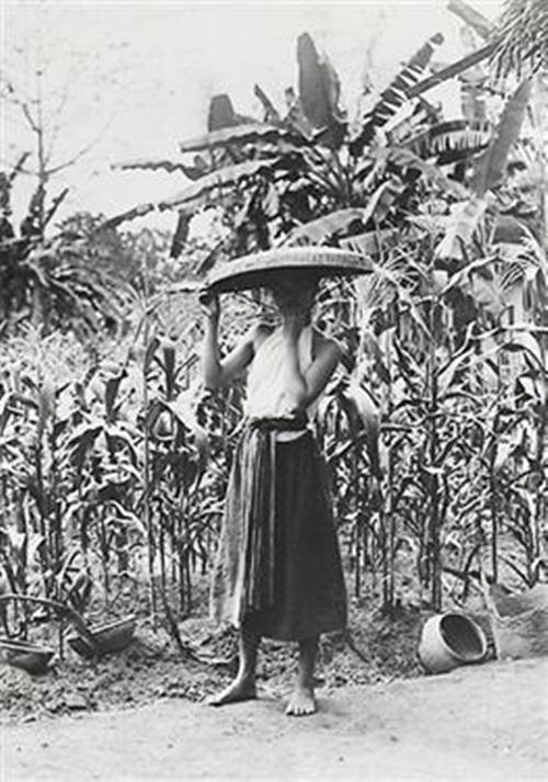 Ngẩn ngơ ngắm thiếu nữ Việt xưa mặc áo yếm khoe lưng ong 10