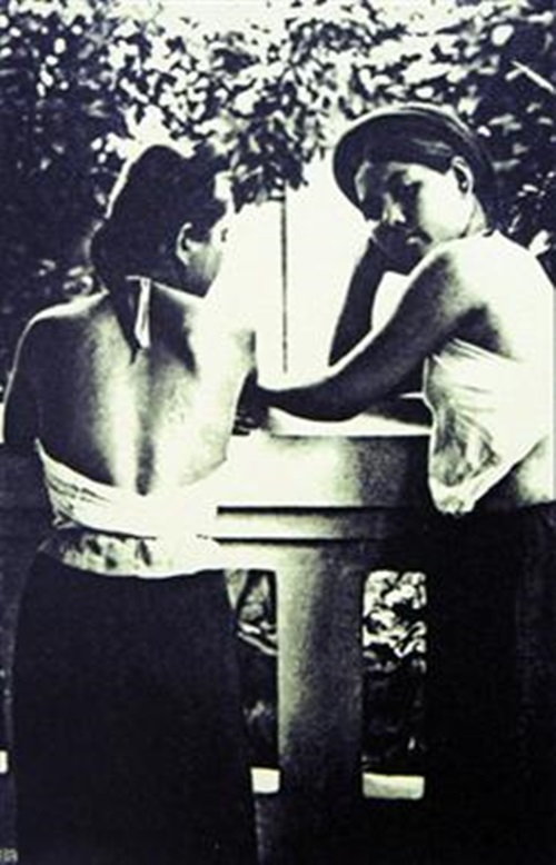 Ngẩn ngơ ngắm thiếu nữ Việt xưa mặc áo yếm khoe lưng ong 11