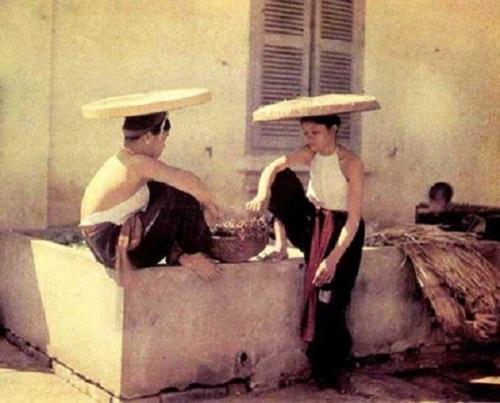 Ngẩn ngơ ngắm thiếu nữ Việt xưa mặc áo yếm khoe lưng ong 13