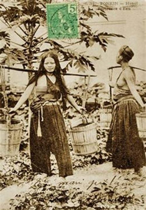 Ngẩn ngơ ngắm thiếu nữ Việt xưa mặc áo yếm khoe lưng ong 15