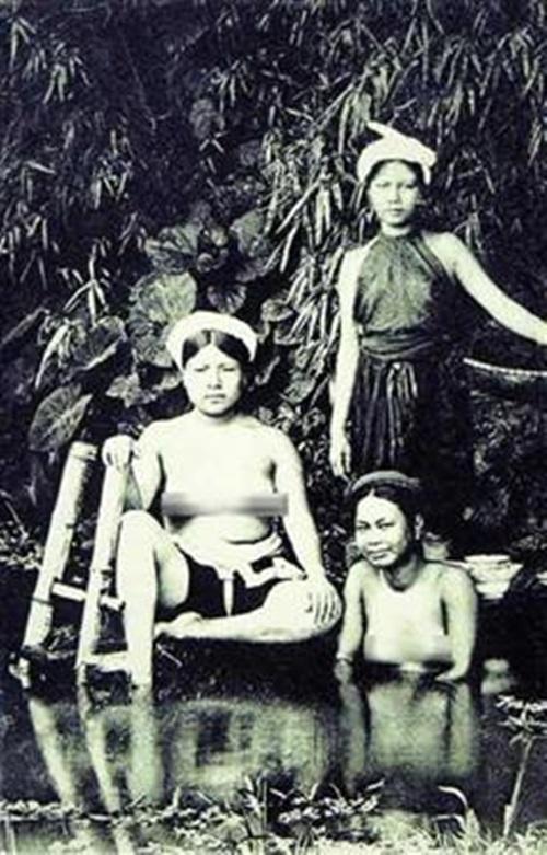 Ngẩn ngơ ngắm thiếu nữ Việt xưa mặc áo yếm khoe lưng ong 16