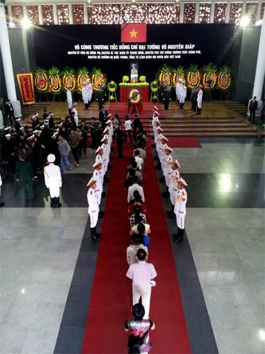 Những hình ảnh xúc động trong ngày Quốc tang Đại tướng 4