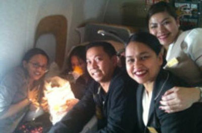 Máy bay hạ cánh khẩn vì khách đẻ trong toilet