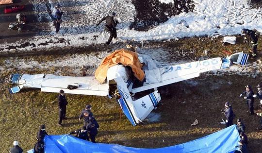 Hiện trường vụ máy bay rơi. Ảnh: Kyodo