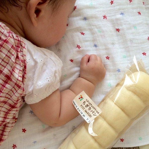 Không thể cưỡng lại độ dễ thương của trào lưu cánh tay ú nần của con nít như ổ bánh mỳ ở Nhật - Ảnh 6.