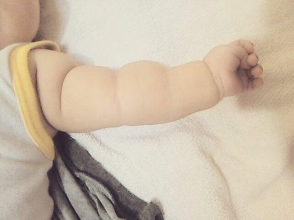 Không thể cưỡng lại độ dễ thương của trào lưu cánh tay ú nần của con nít như ổ bánh mỳ ở Nhật - Ảnh 8.