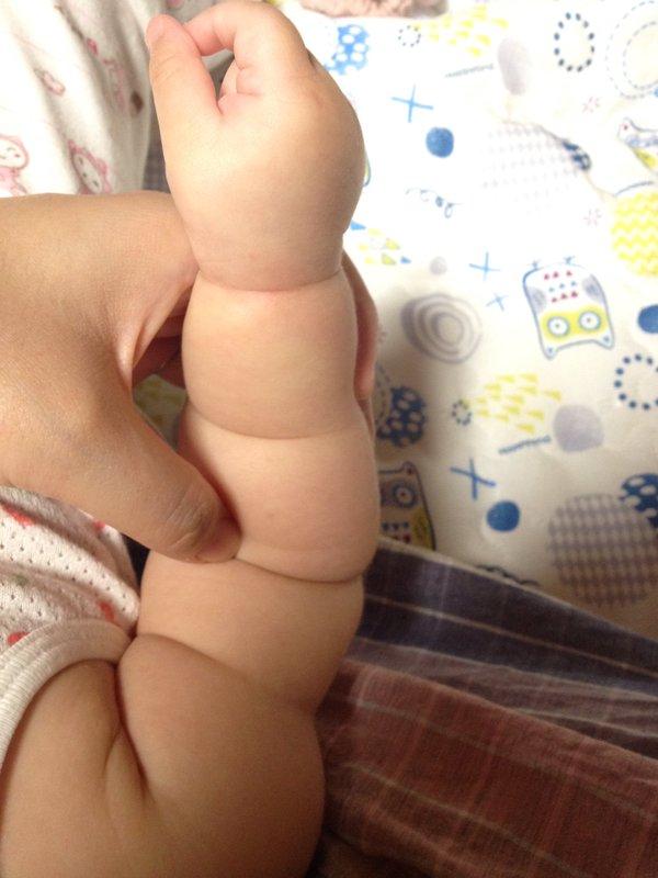 Không thể cưỡng lại độ dễ thương của trào lưu cánh tay ú nần của con nít như ổ bánh mỳ ở Nhật - Ảnh 12.