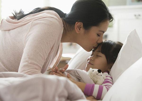 Những lợi ích khi bố mẹ ngủ cùng con