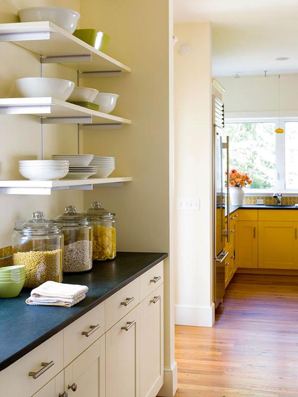 Nhà bếp nổi bật với sắc vàng ấn tượng