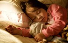 Mách nhỏ các cha mẹ mẹo chọn đèn ngủ để con vừa ngủ ngon vừa không bị dậy thì sớm