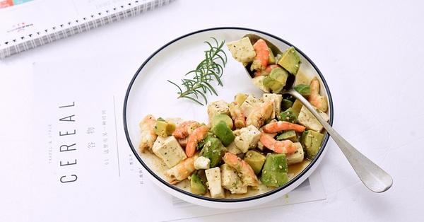 Nửa tháng trung thành với món salad này,