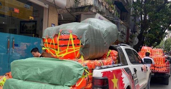 Hà Nội: Áo phao cứu sinh cháy hàng, khách muốn đặt mua số lượng lớn phải xếp hàng đợi vài ngày, giá cả bắt đầu