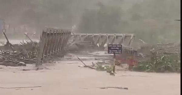 Nhìn lại những hình khoảnh khắc kinh hoàng nhất khi bão số 9 đổ bộ: Còn lại gì sau cơn cuồng nộ của thiên nhiên?