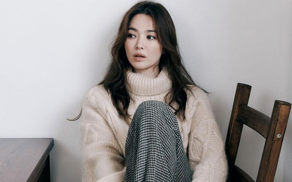 Combo tóc và makeup của Song Hye Kyo cũng là một gợi ý cho bạn...