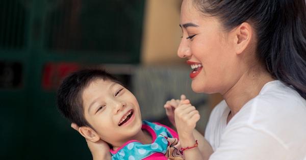 """Sinh con bị ngạt ối, bại não, nữ diễn viên """"Về nhà đi con"""" vẫn quyết tâm nuôi dạy, tự tin làm 1 điều khiến các bà mẹ khác nể phục"""