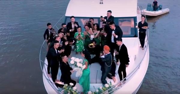 Choáng ngợp với màn cầu hôn cực lãng mạn trên du thuyền triệu đô, chiếc nhẫn đính hôn cũng được dân tình bóc giá tiền tỷ
