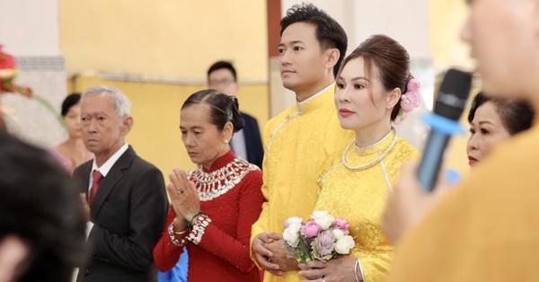 Tiết lộ những hình ảnh hiếm của Quý Bình và bạn gái trong lễ hằng thuận