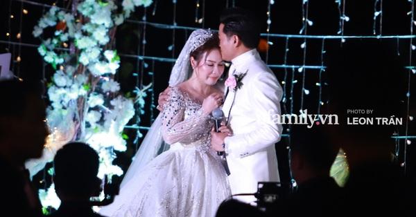 Đám cưới riêng tư của Quý Bình: Nam diễn viên bật khóc hôn vợ, lần đầu trực tiếp chia sẻ về bà xã doanh nhân