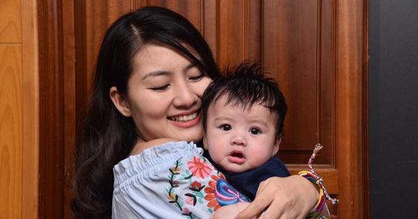 Con hỏi về sự vắng mặt của bố/mẹ, cả Ngọc Lan và Thanh Bình đều trả lời 1 câu đơn giản nhưng tinh tế