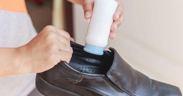 Dù không bị hôi chân thì bạn cũng nên làm việc này để giày thơm tho, không dính mồ hôi
